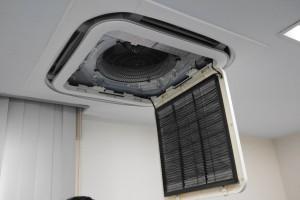 汚れた業務用エアコン